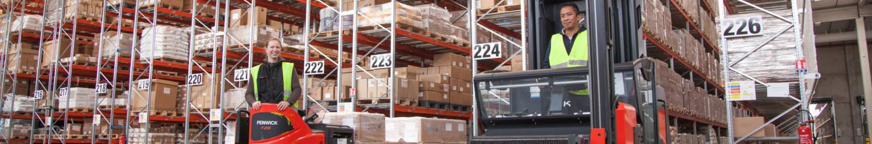 Entrepôt et équipe d'ATA Logistique